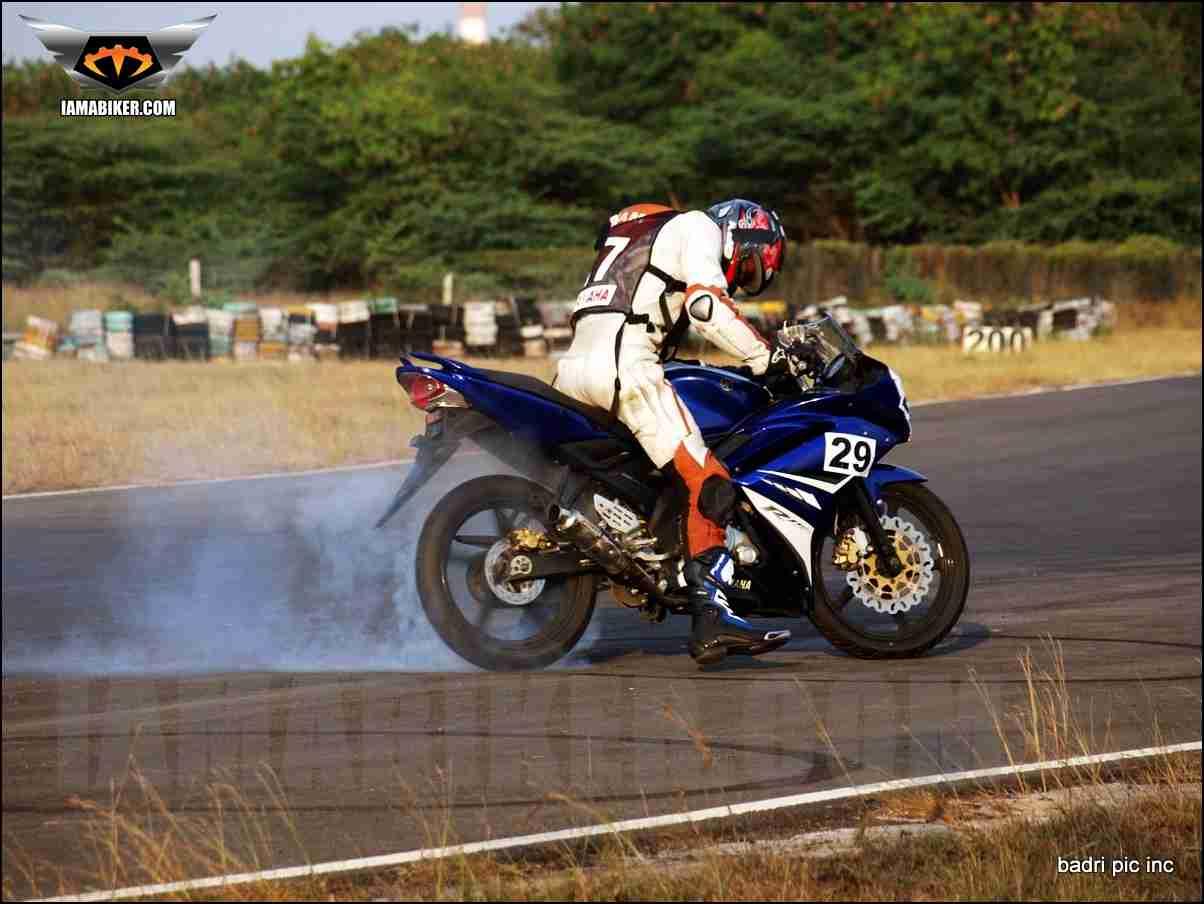 Yamaha R15 burnout