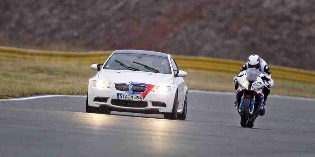 BMW M3 vs S1000RR