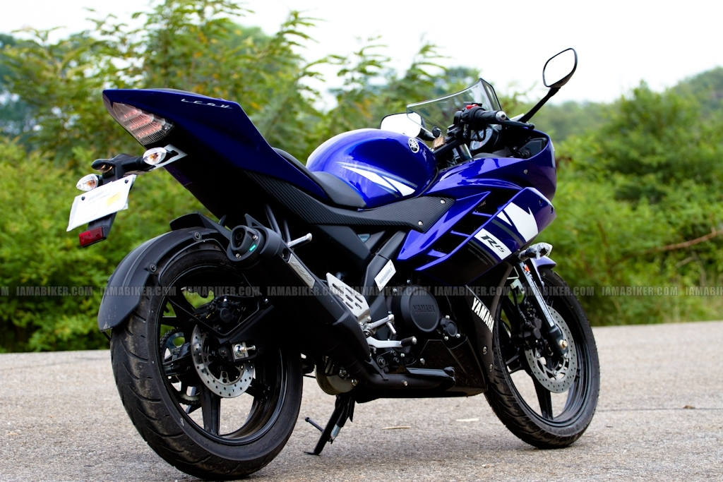 New Yamaha R15 V2.0 2011 03 yamaha r15 v2.0 yamaha r15 v2 review yamaha r15 2011 r15 v2 review r15 old versus new new r15 review new r15 motorcycle news india motorcycle news
