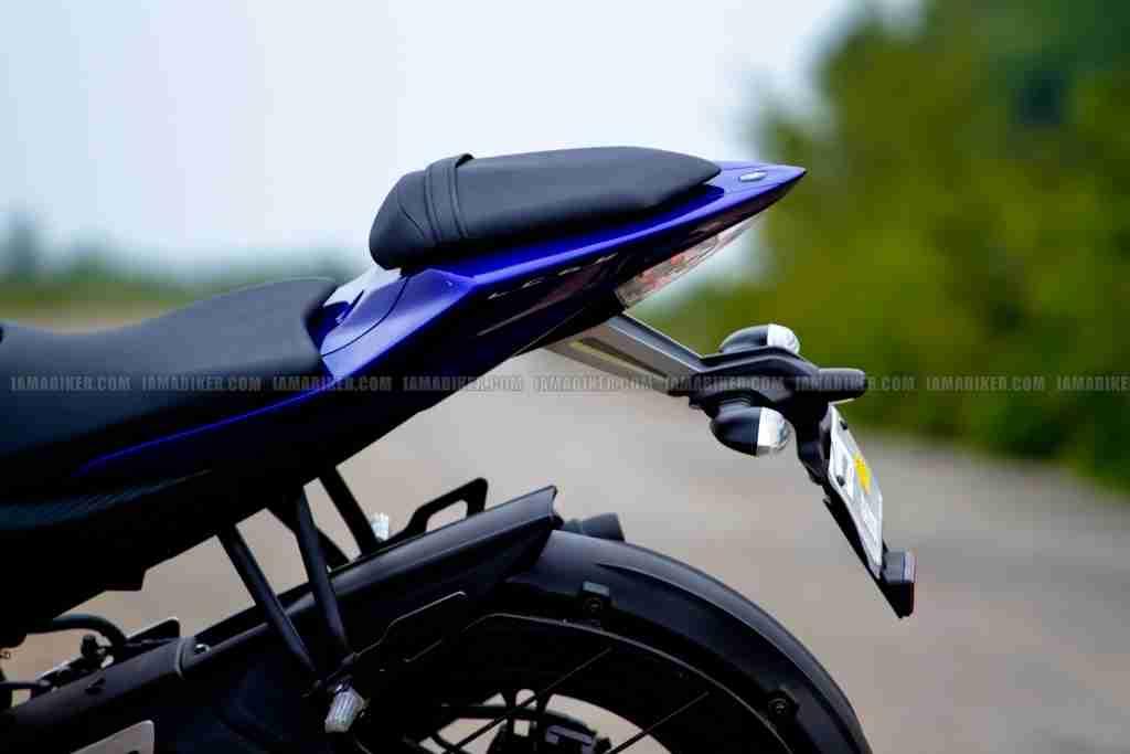 Yamaha R15 v2 0 vs Yamaha R15 v1 0 | IAMABIKER - Everything