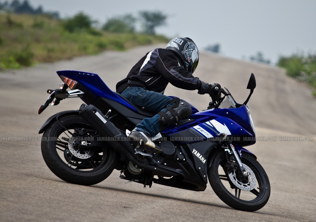 New Yamaha R15 V2.0 2011 38 yamaha r15 v2.0 yamaha r15 v2 review yamaha r15 2011 r15 v2 review r15 old versus new new r15 review new r15 motorcycle news india motorcycle news