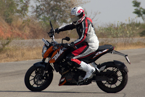 KTM Duke 200 Review  motorcycle reviews ktm duke 200 review ktm 200 review ktm 200 KTM duke 200 review bike reviews bajaj