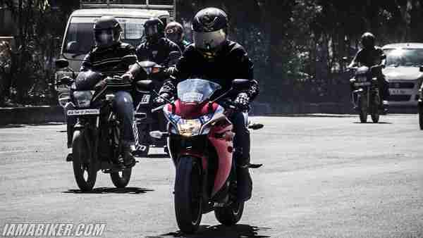 Honda CBR250R city commuting