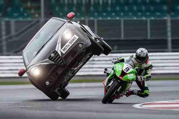Kawasaki ZX-10R versus Alfa Romeo MiTo