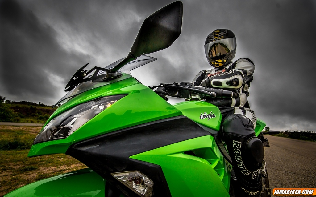 Kawasaki Ninja 300 Detailed Photographs