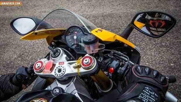 Aprilia RSV4 R cockpit