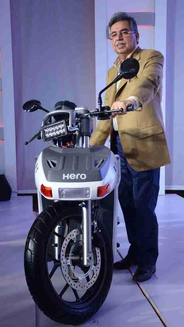 Pawan Munjal wiht Hero RNT Diesel motorcycle