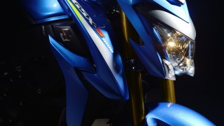 Suzuki GSX-S1000 headlight and tank