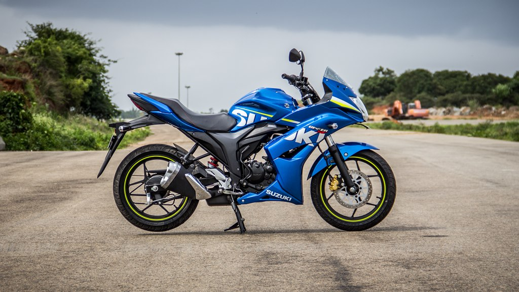 Suzuki Gixxer SF images - right side view