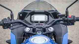Suzuki Gixxer SF images - cockpit