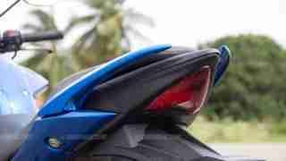 Suzuki Gixxer SF images - brake light