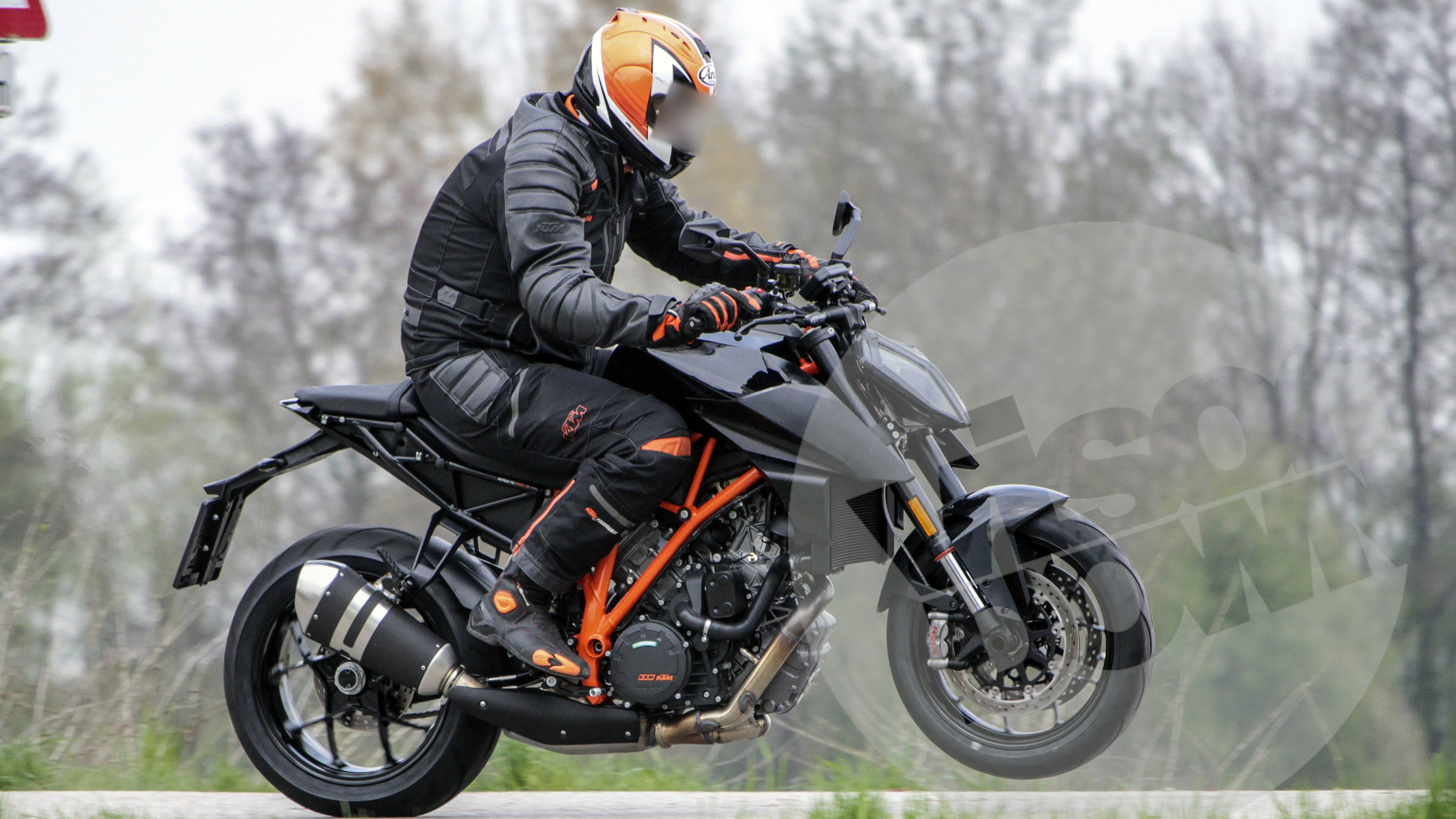 2017 ktm 1290 super duke r spotted testing iamabiker. Black Bedroom Furniture Sets. Home Design Ideas