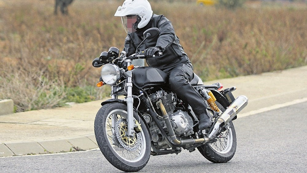 royal enfield 750 parallel twin spotted testing iamabiker. Black Bedroom Furniture Sets. Home Design Ideas
