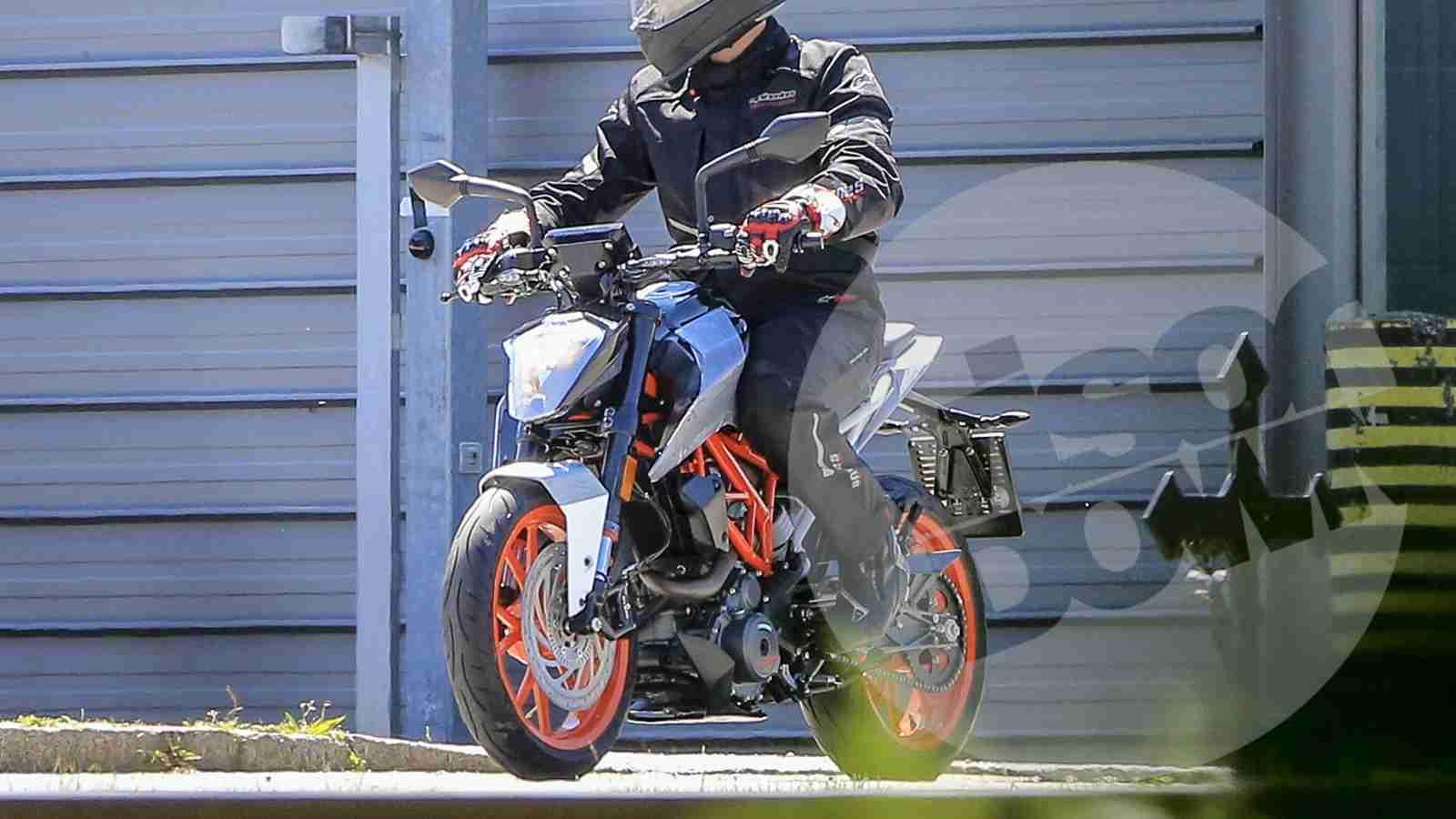 2017 ktm duke 125 spotted testing iamabiker everything motorcycle. Black Bedroom Furniture Sets. Home Design Ideas