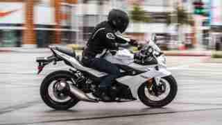 Suzuki GSX250R white