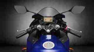 2020 Yamaha YZF-R3 cockpit handlebar speedometer