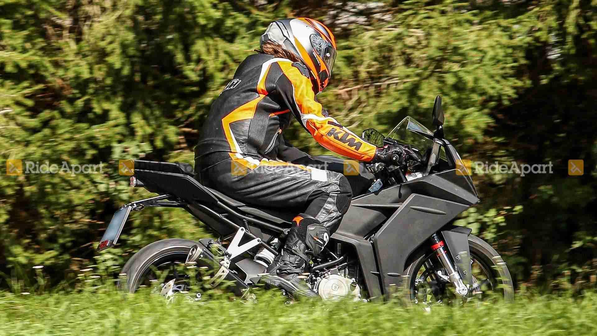 Next-gen KTM RC 390 test mule