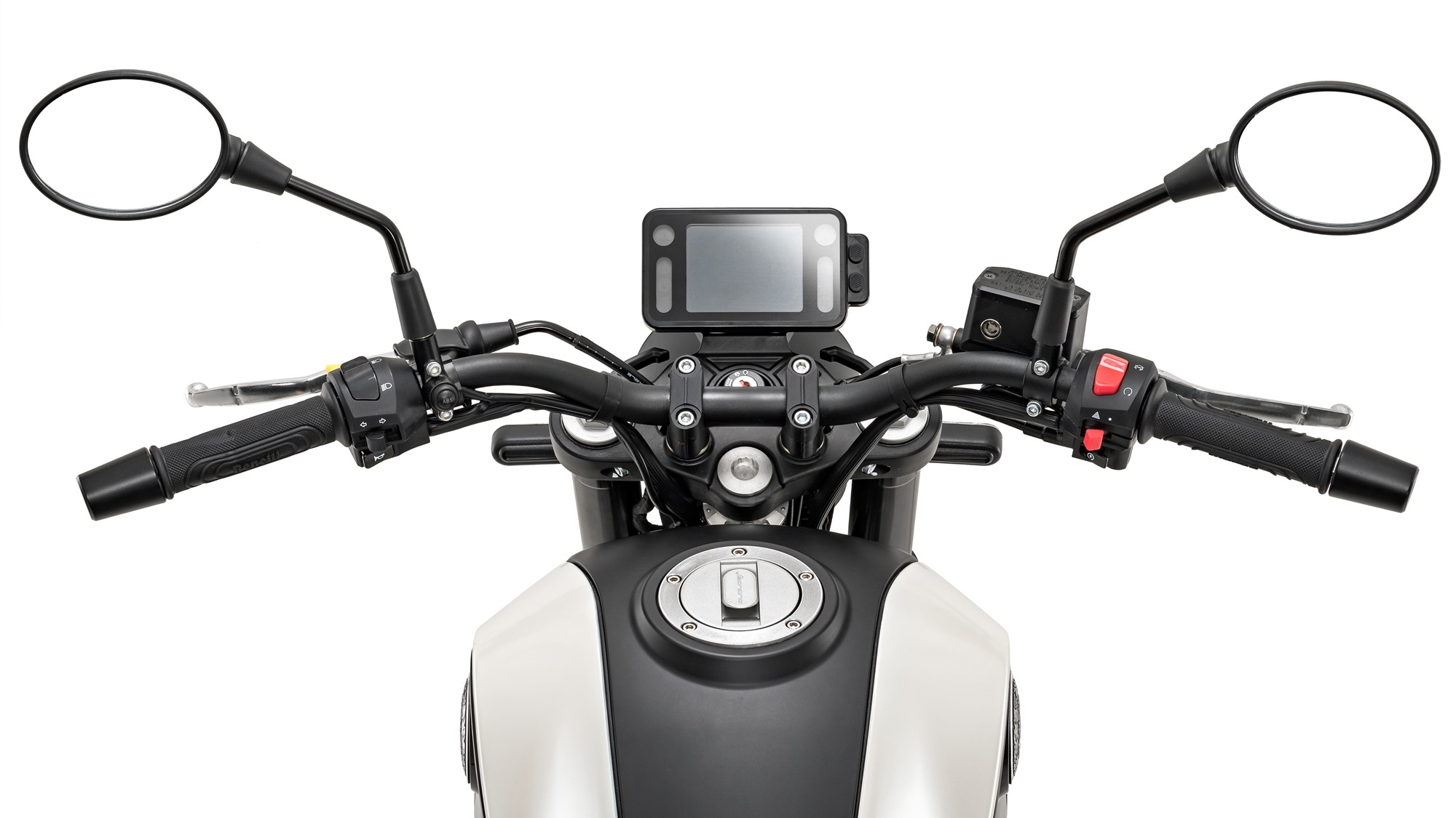 Benelli Leoncino 250 back seat and tyre