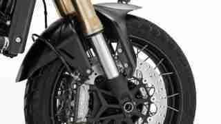 Benelli Leoncino 800 front suspension and Brembo brakes