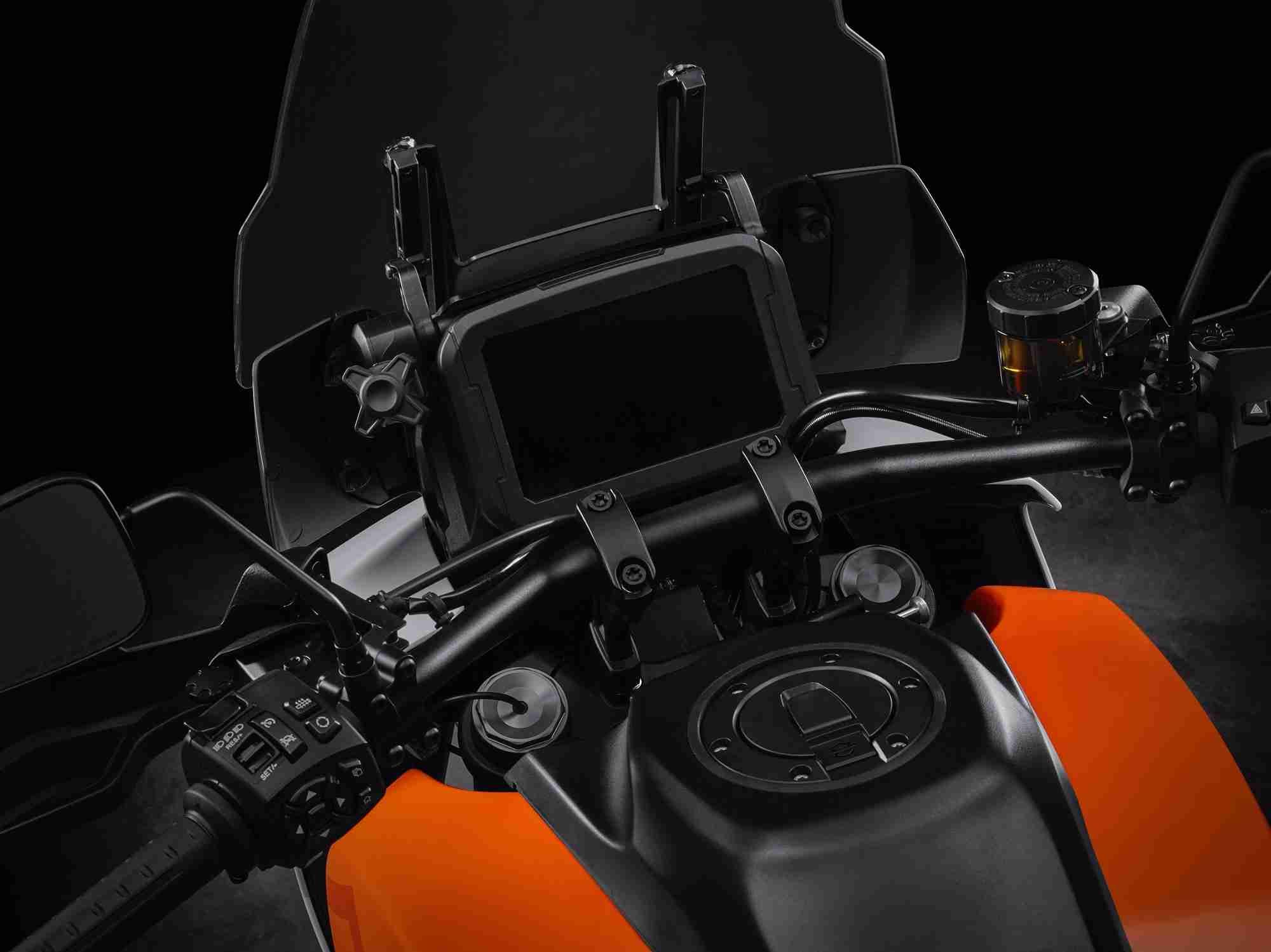 Harley-Davidson-Pan-America-switch-gear-