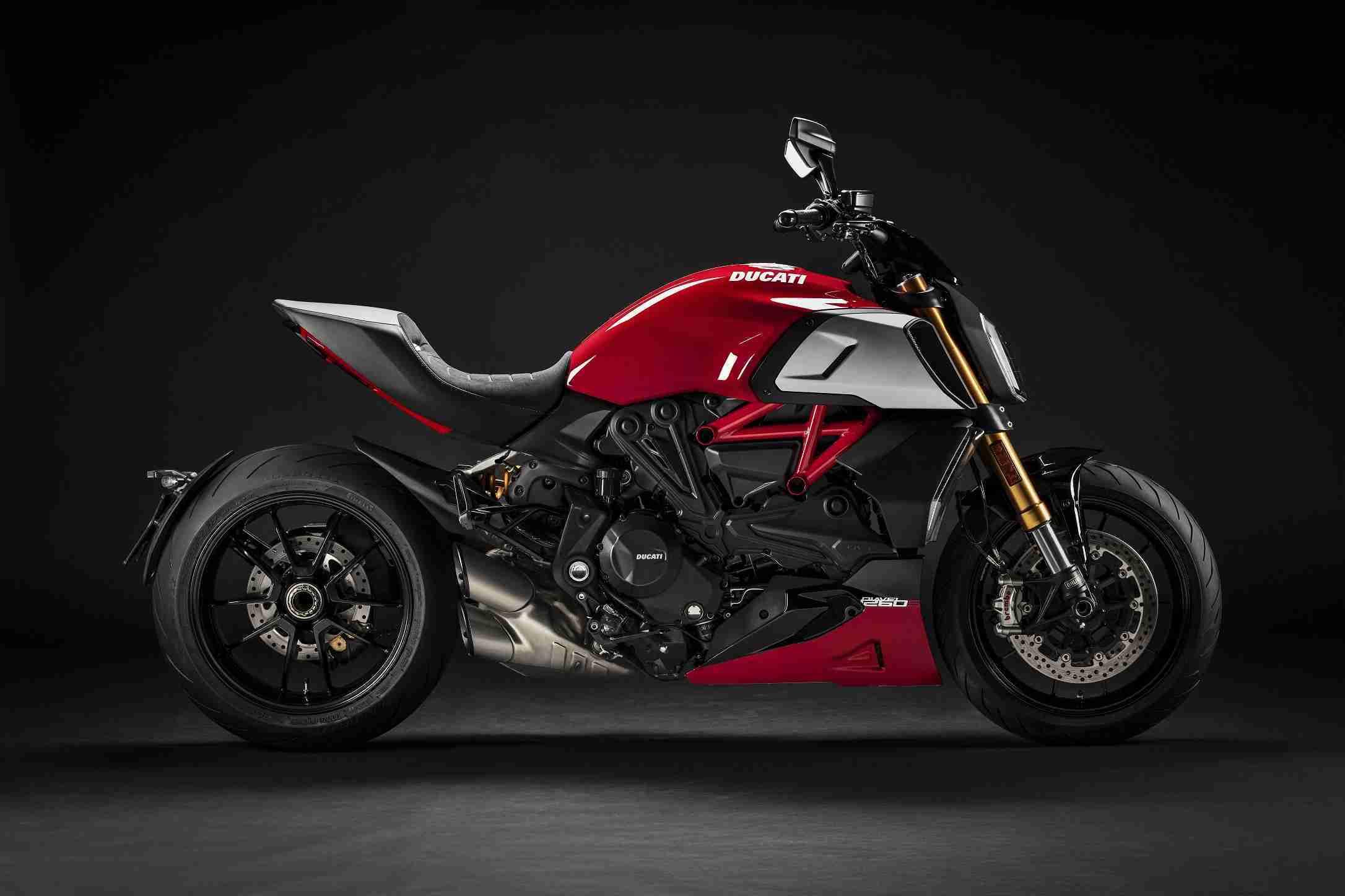2020-Ducati Diavel 1260 S-ducati red