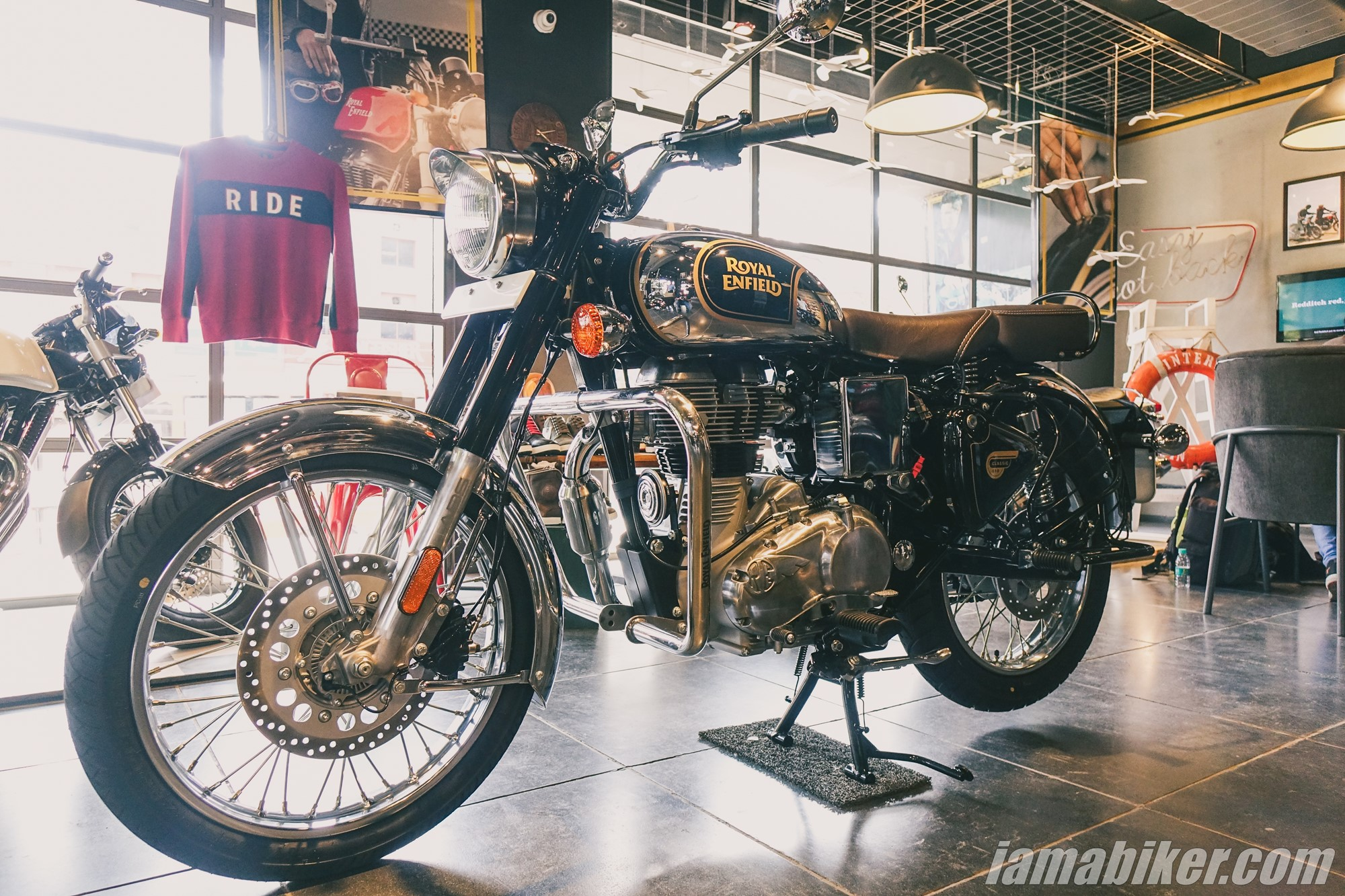 Bs6 Royal Enfield Classic 350 Chrome And Stealth Edition Image Gallery Iamabiker Everything Motorcycle