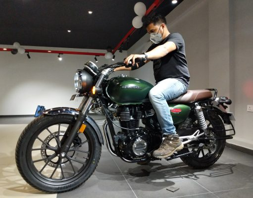 Honda H'ness CB 350 with rider