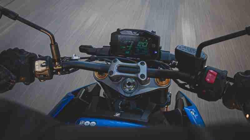 Suzuki GSX-S1000 TFT screen