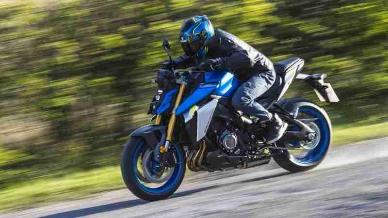2021 Suzuki GSX-S1000 riding