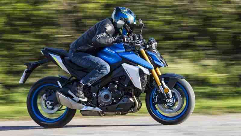 Suzuki GSX-S1000 riding