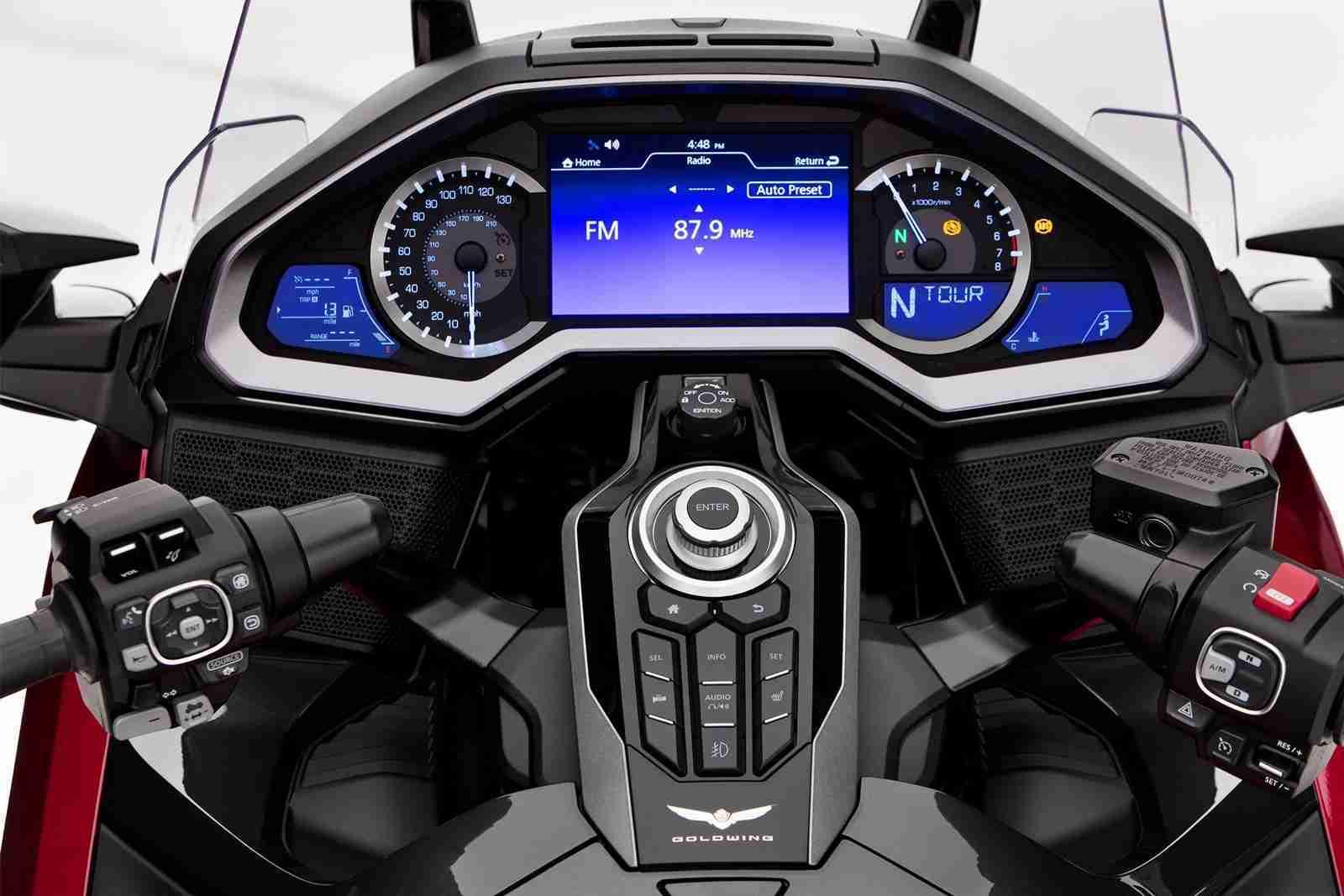 2021 Gold Wing Tour cockpit - instrument console