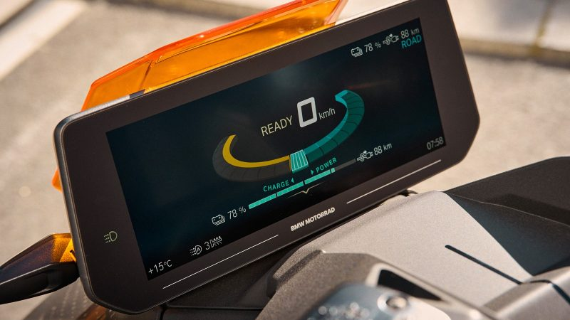 BMW CE 04 electric scooter tft screen