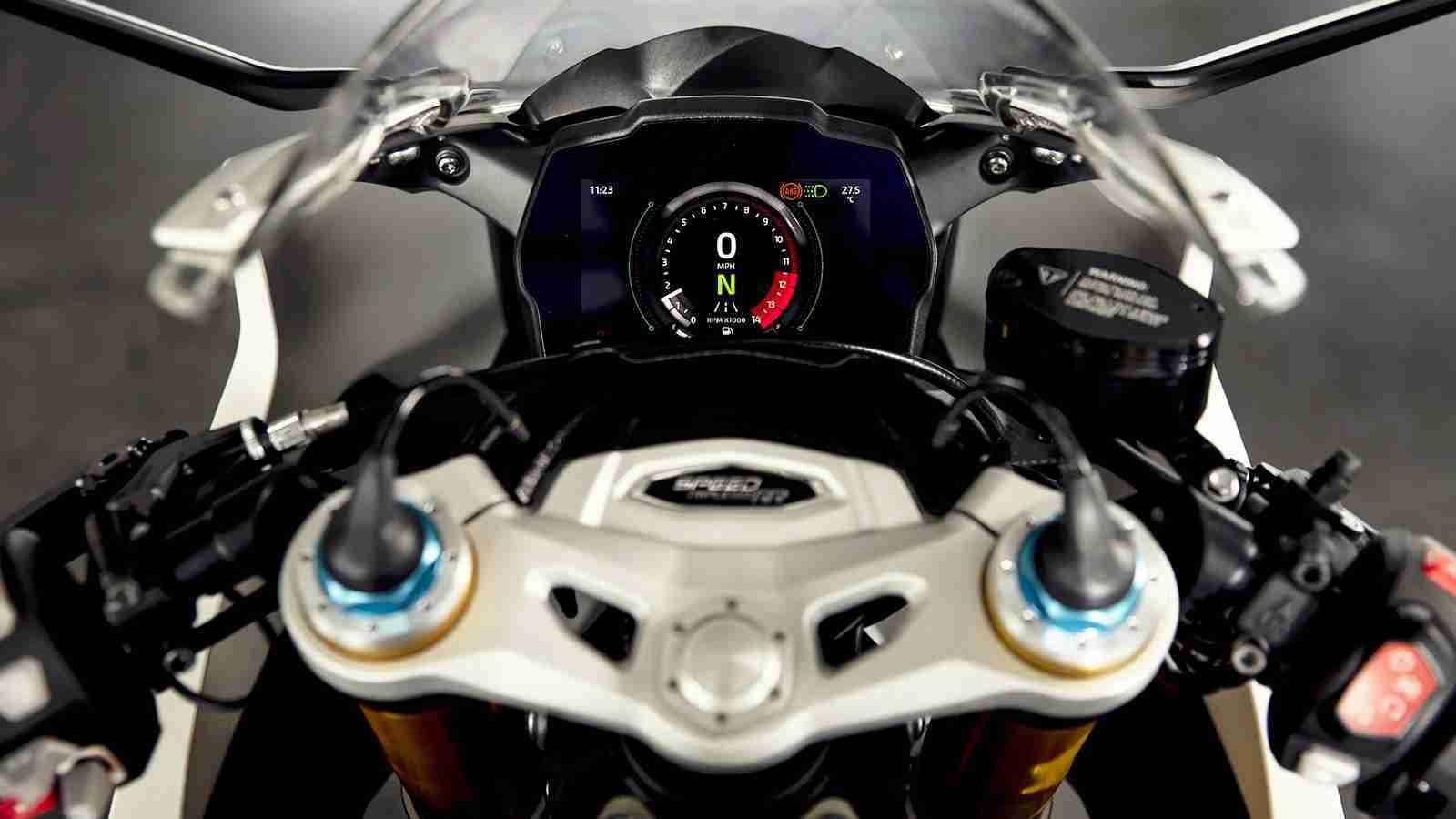 2022 Triumph Speed Triple 1200 RR cockpit