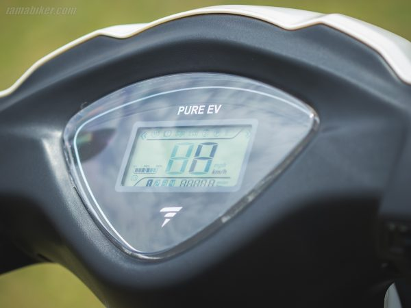 PURE EV Etrance Neo HD display screen with speedometer and range