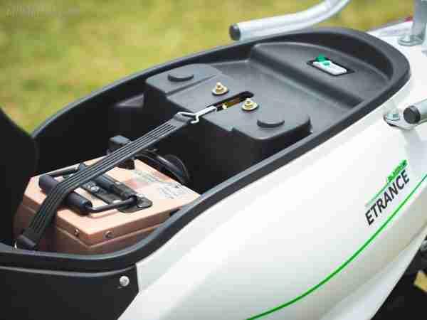 PURE EV Etrance Neo removable battery