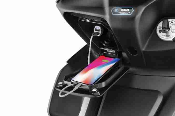 Yamaha AEROX 155 charging port