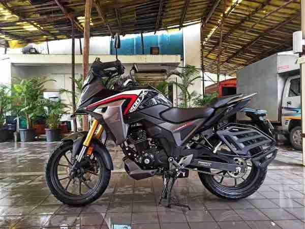 Honda CB200X Black left side view