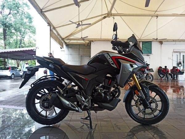 Honda CB200X Black right side view
