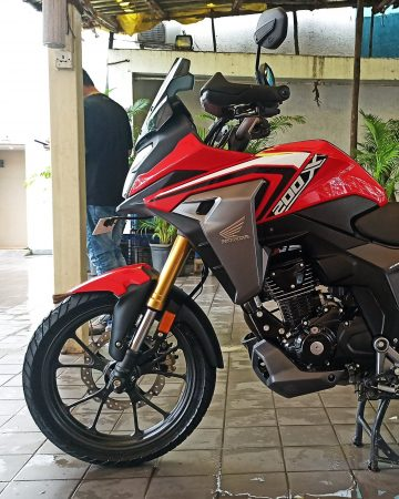 Honda CB200X Red left front view