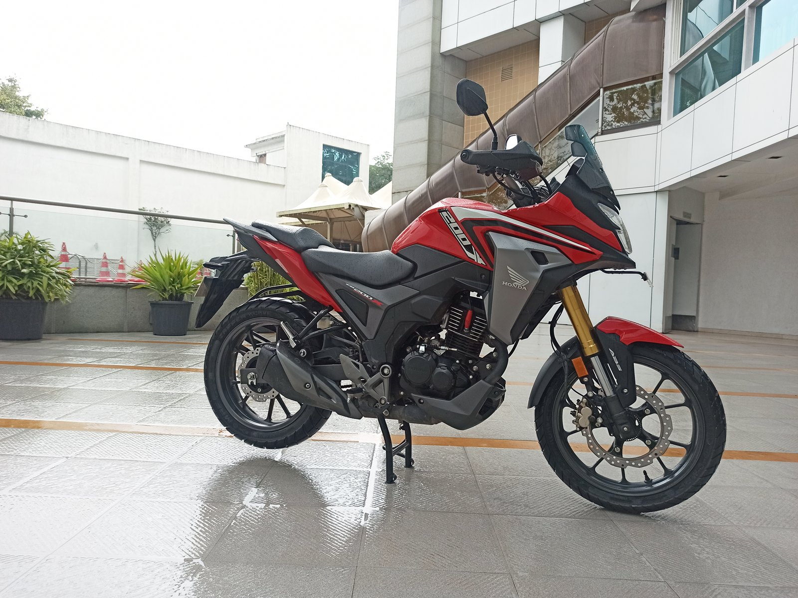 Honda CB200X Red right side view