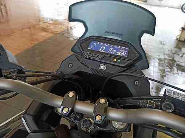 Honda CB200X digital meter and wind screen