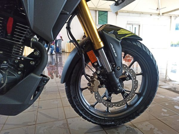 Honda CB200X front USD golden forks