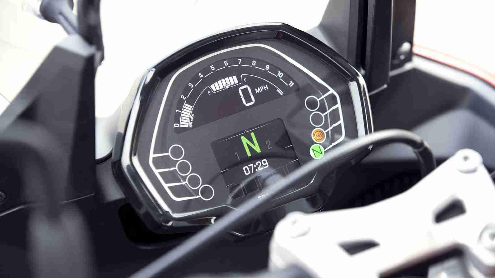 Triumph Tiger Sport 660 digital TFT screen